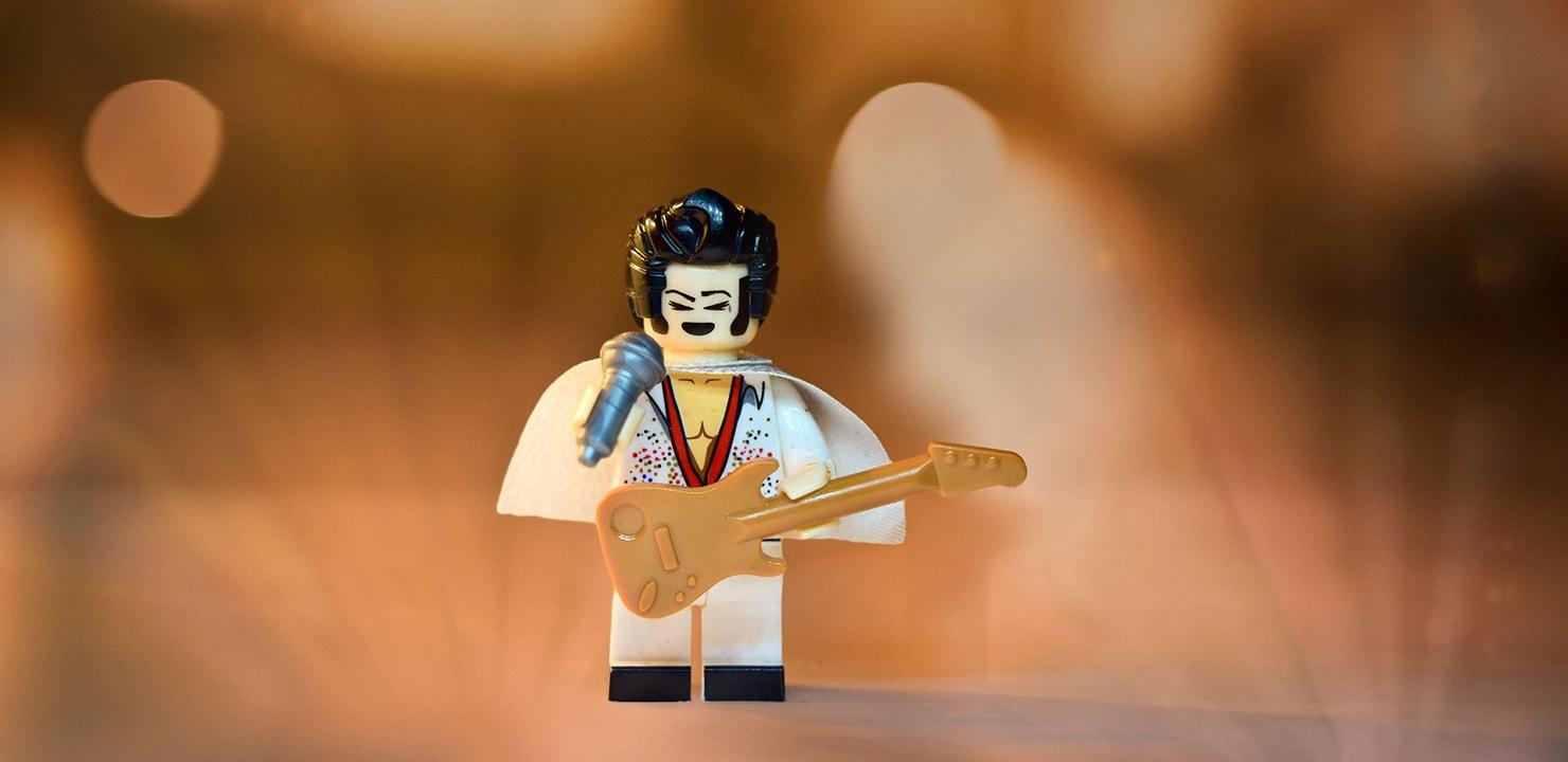 Il-ciuffo-alla-Elvis